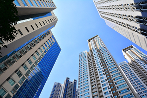 서울의 도심 한복판에 금융가,증권가,오피스텔,대기업,은행 등 첨단 초고층 빌딩들이 랜드마크와 스카이라인을 이루고있는 세련된 현대도시의 블루톤 이미지