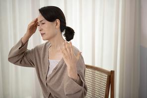 오팔세대 중년여성 통증 018