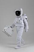 우주 생활 - 하드케이스를 들고 걷는 우주인