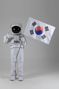 우주 생활 - 태극기 깃발을 들고 엄지척하며 서있는 우주인