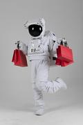 우주 생활 - 쇼핑백 들고 즐겁게 걸어오는 우주인 전신