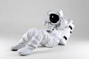 우주 생활 - 건강한 운동 생활을 하고 있는 모습, 윗몸 일으키기를 하고 있는 우주인 앞모습