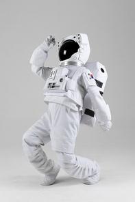 우주생활 - 신나게 춤을 추는 우주인
