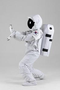 우주생활 - 장풍을 쏘는 우주인