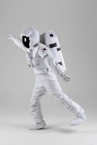 우주생활 - 손을 뻗고있는 우주인