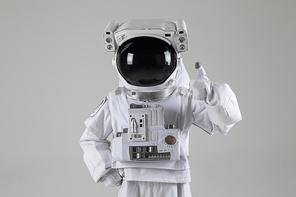 우주생활 - 엄지 척하는 우주인