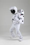우주생활 - 태권도 준비자세를 취하는 우주인