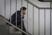 청년 신입사원의 하루 -  계단에 앉아 고민하고 있는 청년 신입사원