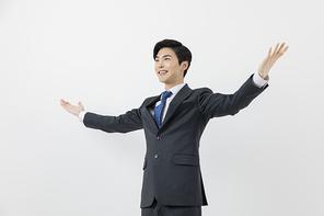 슬기로운 직장인 - 양 손을 펼치고 웃고 있는 직장인