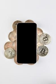 비트코인 - 비트코인 위에 놓여진 스마트폰