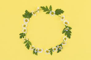 꽃과 식물 - 꽃과 나뭇잎 패턴 원형 프레임