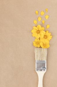 꽃과 식물 - 페인트 붓과 물감 모양의 꽃과 꽃잎
