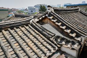 한국 전통의 북촌한옥마을의 전통지붕