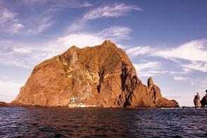 아름다운 섬 독도는 대한민국의 영토.